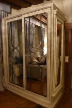 Hotel Schlossle: Rum 9 de lux garderoben