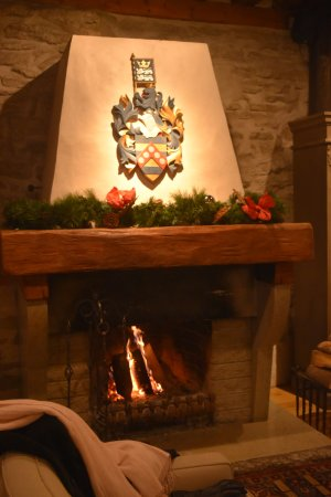 Hotel Schlossle: Öppna spisen i sällskapsrummet