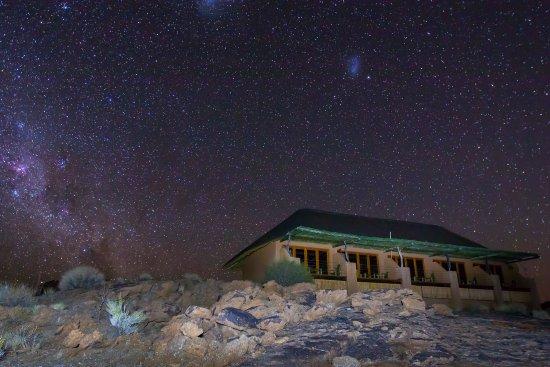 Plato Lodge: Lodge at Night