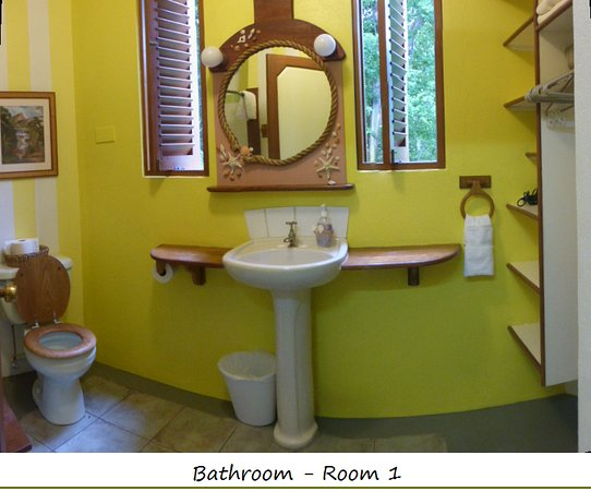 Belmont, Bequia: Bath & dressing room