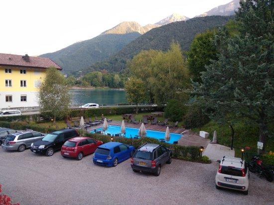 Molina di Ledro, İtalya: Parcheggio, piscina e lago