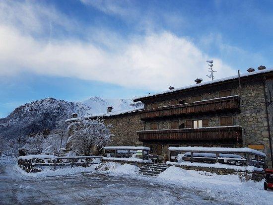Valgoglio, Italia: Agriturismo Ca' di Racc con la neve