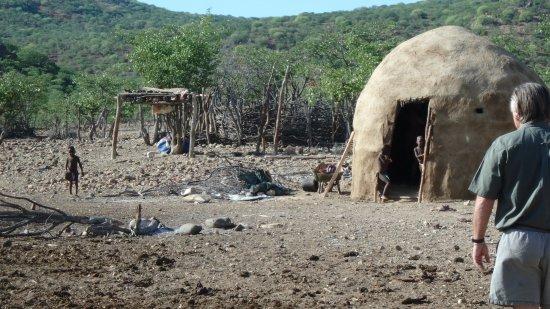 Kunene Region, Namibia: Himbadorf am Kunene River