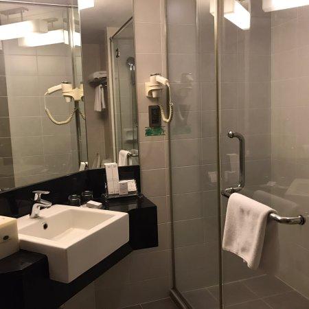 Perai, Малайзия: Deluxe room - modern design and spacious