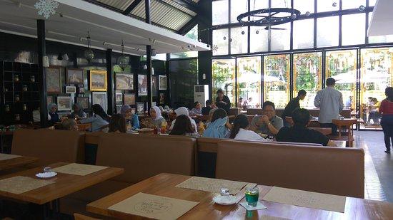 Nice interior picture of vermont restaurant bandung