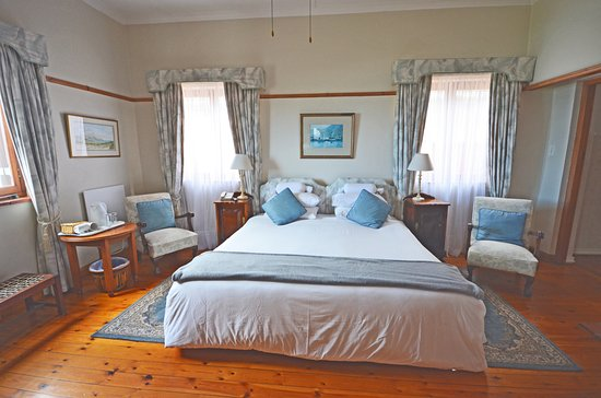 St. James, South Africa: Whelk, sea view. King size or twin beds.  Separate bath and shower.