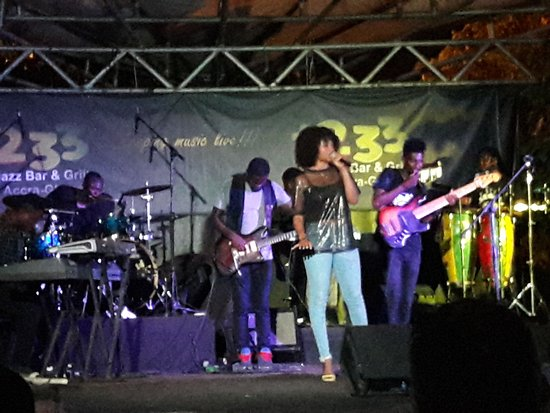 +233 Jazz Bar & Grill: Music whilst dining