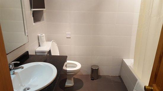 Cornucopia Hotel: Bathroom