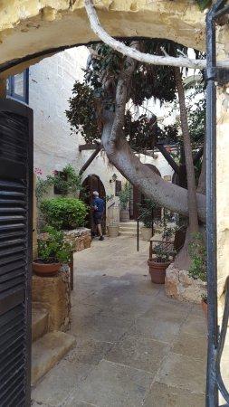 Cornucopia Hotel: Inner entry