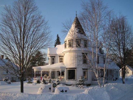 Ashland, NH: Main Inn - exterior winter
