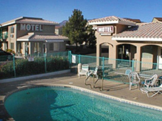 Cottonwood, AZ: We have a seasonal pool