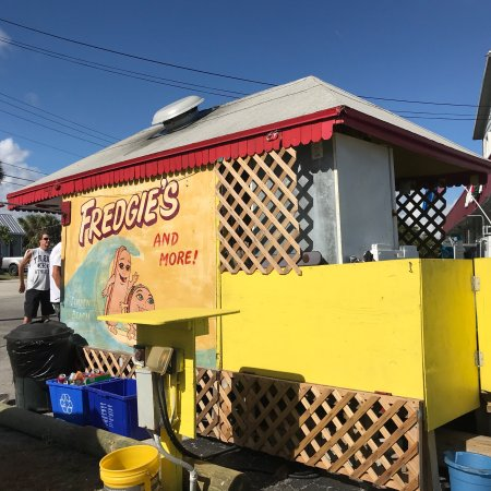 เจนเซน บีช, ฟลอริด้า: Un lugar pequeño, pero con las mejores hamburger and hot dog, los precios son de locura, muy baj