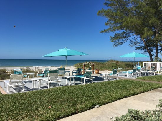Cay Pointe Villa: Beach front community deck and common guest grounds. 