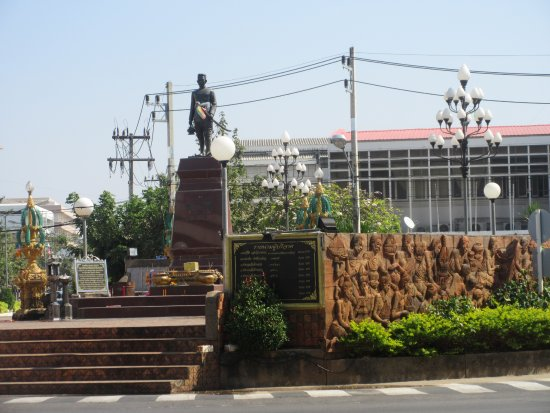 ‪‪Kalasin‬, تايلاند: The statue is situated in the middle of the traffic circle just next to the post office‬