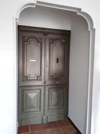 Palier porte de chambre photo de la cour verte for Porte de cour