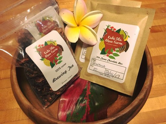 Honokaa, ฮาวาย: Come join us at our farm store for a tasting of select chocolates that we make all on site.