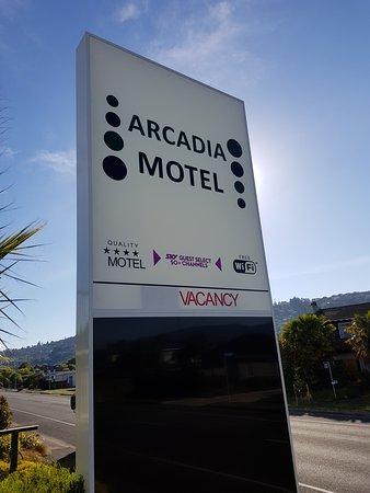 Arcadia Motel: LED Signage