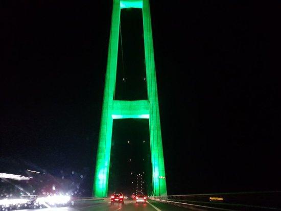 Puente de Oresund: Bei Nacht aus der Ostseite aus