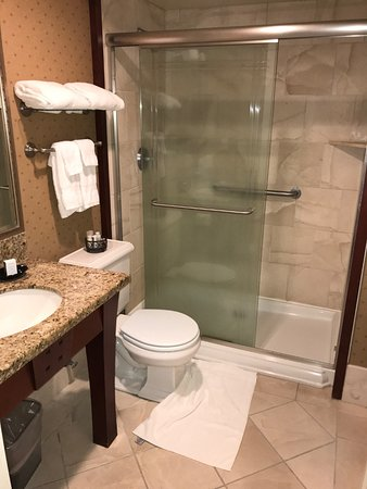 Hotel Elliott: restroom