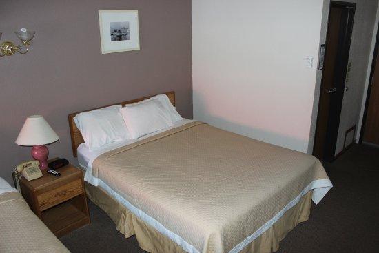 Medford, WI: Queen Bed