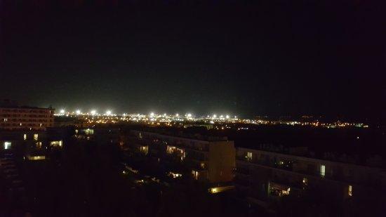 Hotel Oleander: výhled z pokoje na letiště
