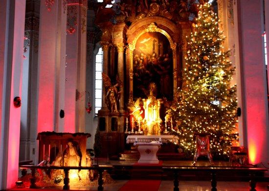 foto de holy ghost church m nich sehr sch ner weihnachtsbaum tripadvisor. Black Bedroom Furniture Sets. Home Design Ideas