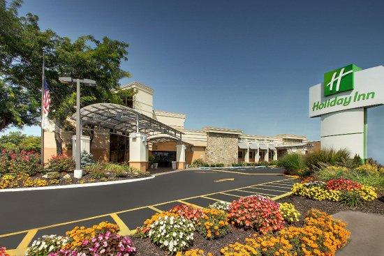 Entrance Holiday Inn Westbury Carle Place Resmi Tripadvisor