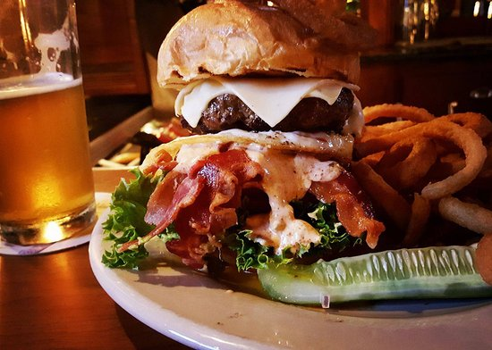 Southbridge, MA: Dark Horse Burger