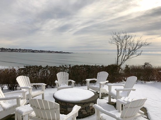 The Chanler at Cliff Walk: Roast s'mores and enjoy speciality holiday cocktails at our fire pit overlooking The Cliff Walk.