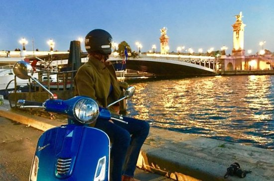 Paris by Night Vespa Scooter Private Tour with Guide