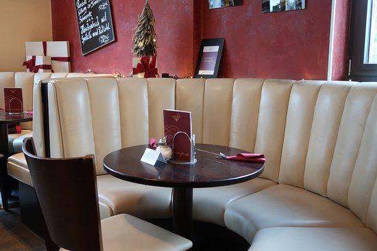Cafe Raab: Innenraum Sitzgruppe Am Rand