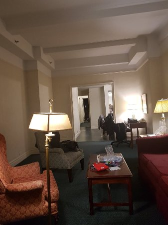 Salisbury Hotel: TA_IMG_20171228_232103_large.jpg