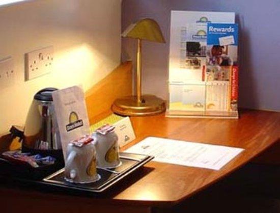 Days Hotel London- Waterloo: Guest room
