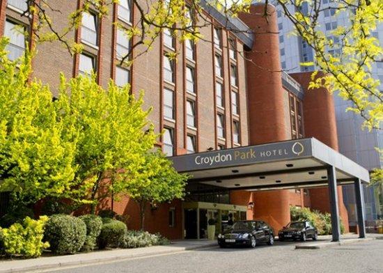 Croydon Park Hotel: Exterior