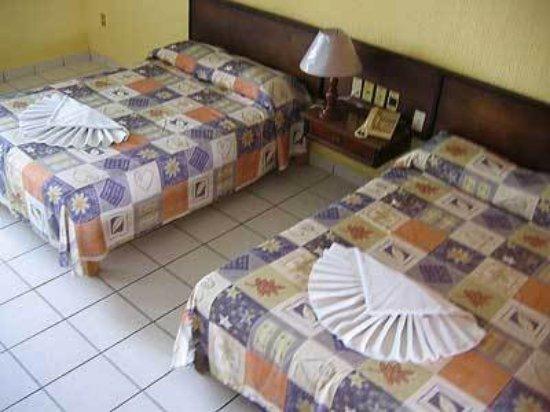 Hotel y Bungalows Estancia San Carlos: Guest room