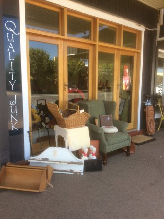 Cootamundra, Australia: Items are always com8ng and going at Quality Junk