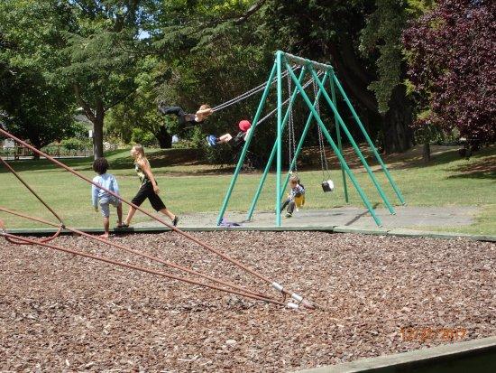 Taman Pollard: swings and more