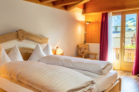 Queensize Bett Doppelzimmer Badezimmer Hotel Baren Picture Of