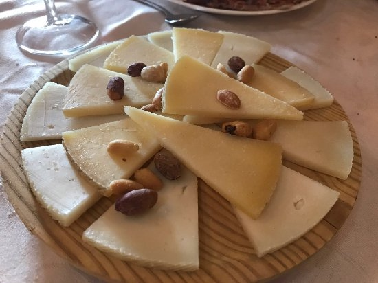 Murtas, Spain: Tabla de quesos para terminar. Muy buenos también