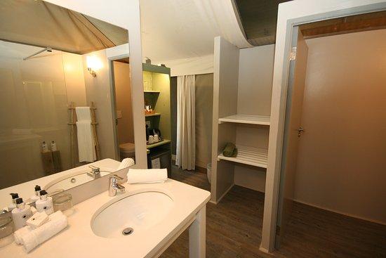 White River, South Africa: Luxury Safari tent Bathroom