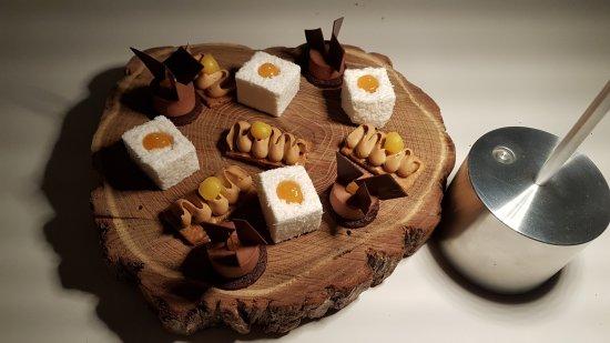 Restaurant Le Saint-James Relais & Chateaux: Mignardises sucrées