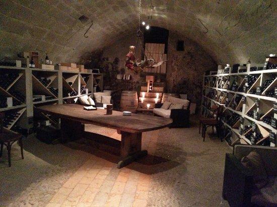Romantikhotel Landgasthof Baren Durrenroth: Antique wine cellar