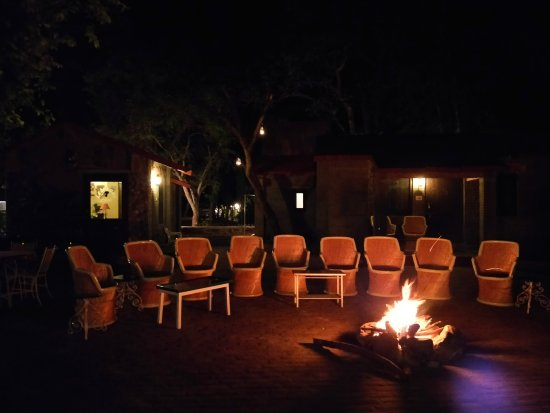 Leopards Lair Resort: Bonfire