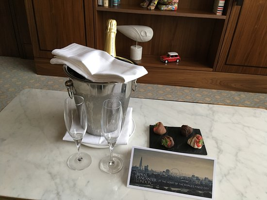 Royal Lancaster London: Greetings from the front-desk