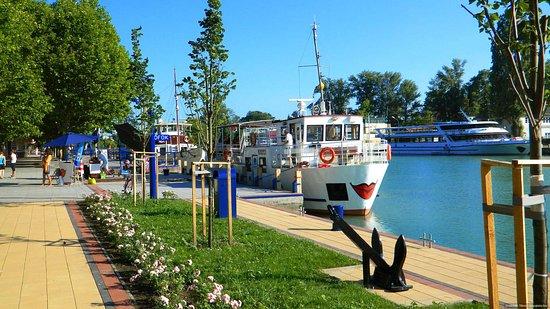 Siofok, Hungary: Siófok Taxi Balaton Transfer Service provides transportation at the Lake Balaton.
