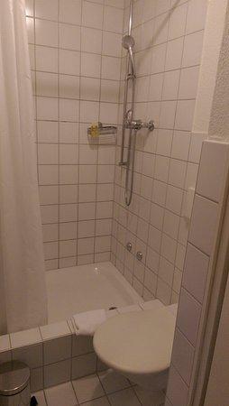 Olympia Hotel: Baño