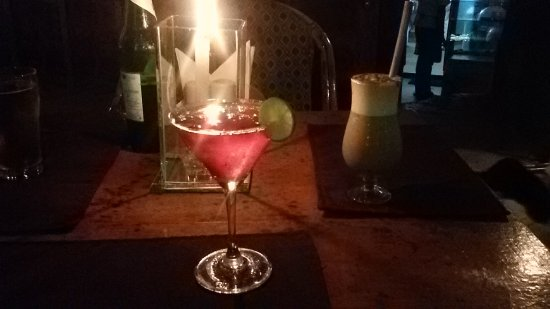 Anjuna, Hindistan: Yummy Cocktails and Mocktails by Candlelight
