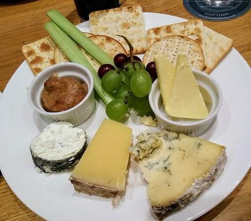 Beeley, UK: 3 cheeses