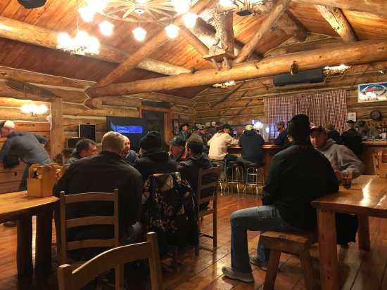 Dubois, WY: Dinner in the lodge with warm and cozy ambiance! Very good food. Like the spaghettis and the bur