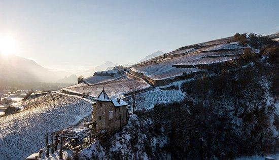 Uvrier, Suisse : Le Castel en hiver et son panorama
